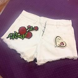 quần short jeans trắng thêu