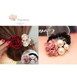 Cột tóc hoa hồng ngọc trai xinh