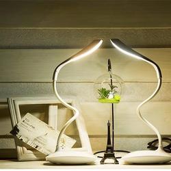 Đèn học LED để bàn cảm ứng chống cận