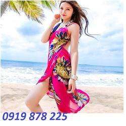 Khăn voan đi biển với thiết kế dạng áo váy hai dây trẻ trung
