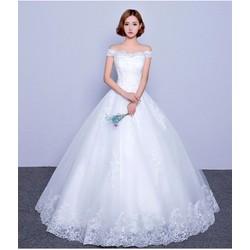 Áo cưới trễ vai, thân ren đơn giản, xoè nhẹ gọn gàng