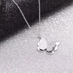 Dây chuyền ti-tan con bướm phun cát màu trắng - TN314