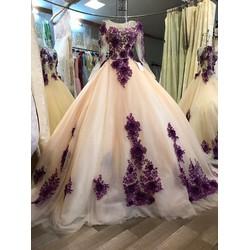 Váy cưới màu kem ren tím 3D, tùng to đuôi dài