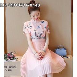 Đầm hồng cổ tàu váy xếp ly