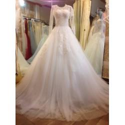 Váy cưới tay dài, tùng to thân ren đính hạt trai và pha lê