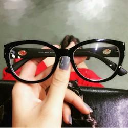 Gọng kính giả cận