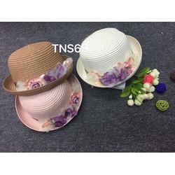 Mũ cói đi biển gắn hoa vành mũ