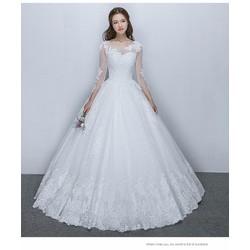 Váy cưới kín đáo, tay dài lưới ren, chân ren sang trọng