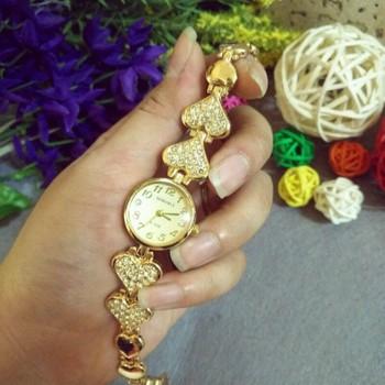 Đồng hồ nữ thời trang lắc tim
