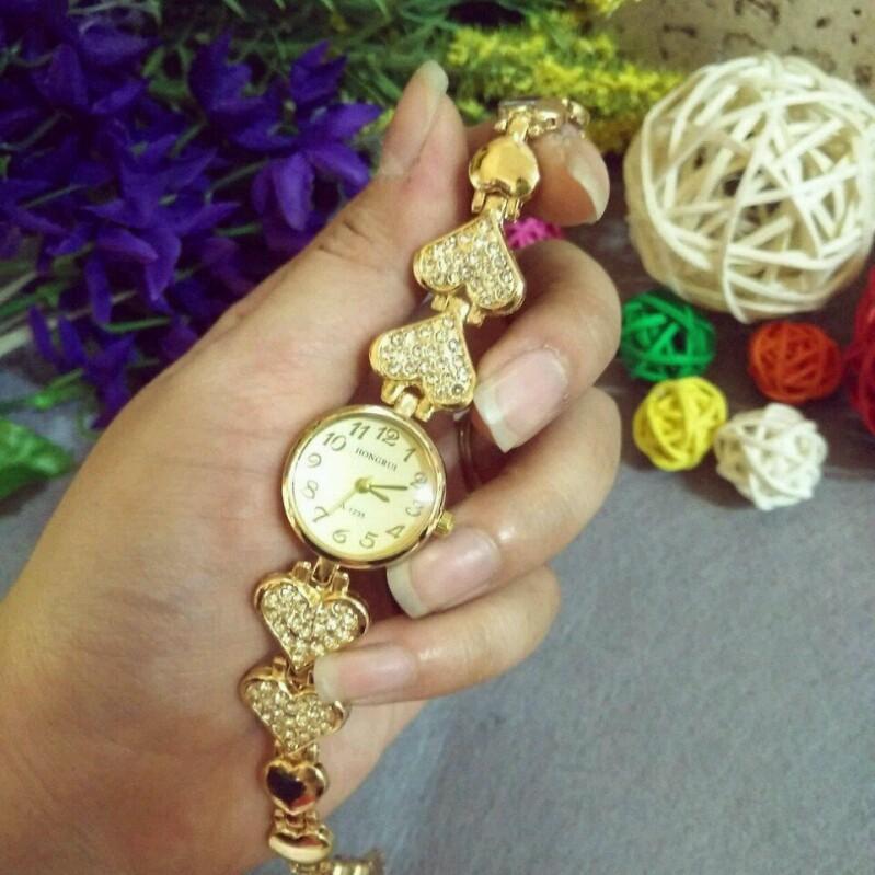 Đồng hồ nữ thời trang lắc tim 1