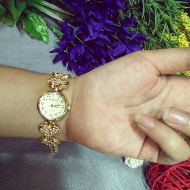 Đồng hồ nữ thời trang lắc tim 2