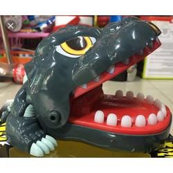 khám răng Godzilla