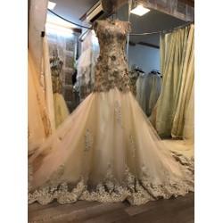 Áo cưới gợi cảm, đuôi cá hở lưng ren hoa 3D