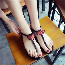Giày sandal môi và tim