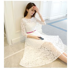 Đầm ren trắng xòe tay lỡ kèm thắt lưng