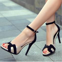 Giày cao gót quai chữ H