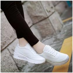 Giày sneaker phong cách Hàn Quốc