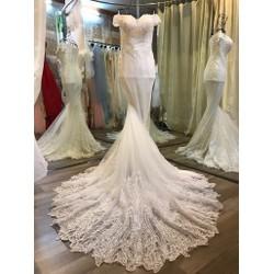 Váy cưới đuôi cá, trễ vai ren nhánh chân xoè tinh tế