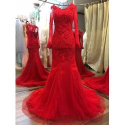 Áo cưới màu đỏ, đuôi cá tôn dáng kín đáo, thân đính pha lê