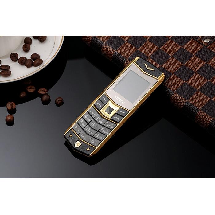 Điện thoại A8 tặng bao da và pin đẹp độc lạ và sang trọng 4