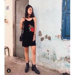 HÀNG THIẾT KẾ LOẠI I-Đầm suông nhung đắp hoa hồng và short mặc trong