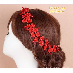 Cài tóc cô dâu hoa đỏ nhỏ xinh xinh