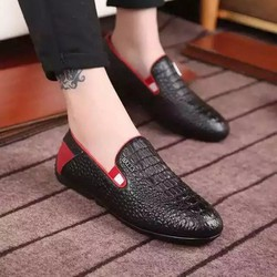 Giày lười nam ,bề mặt thiết kế độc đáo,đơn giản nhưng đẹp mắt