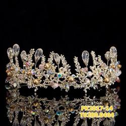 Vương miện cô dâu được thiết kế màu sắc lấp lánh , đẹp lụng linh