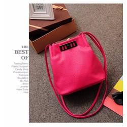 Túi đeo chéo thời trang và cá tính