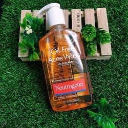 Sữa rửa mặt Neutrogena Oil Free Acne Wash.