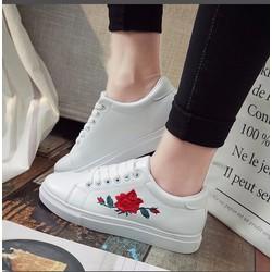 Giày sneaker nữ hoa hồng