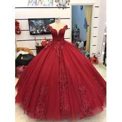 áo cưới đỏ tay con đuôi dài chân ren hoành tráng lệ, chụp hinh đẹp
