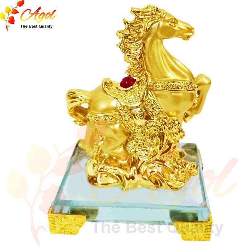 Tượng ngựa vàng - đế thủy tinh 3