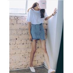 chân váy jeans lêch line nút dọc