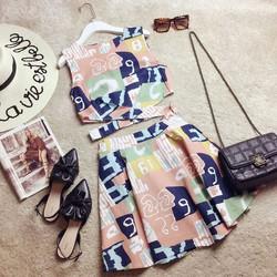 Set hoa áo croptop và chân váy xòe