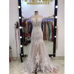 áo cưới đuôi ca hồng ren trắng
