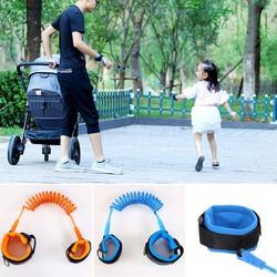 Vòng đeo tay an toàn mẹ bé dắt bé đi chơi chống lạc chống chạy
