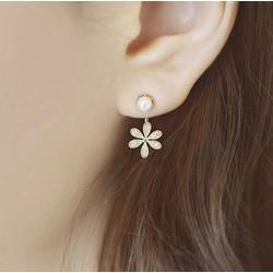 Bông tai hình hoa đính đá nhỏ xinh
