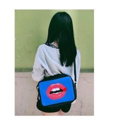 Túi đeo chéo nữ hình cái môi cực cá tính