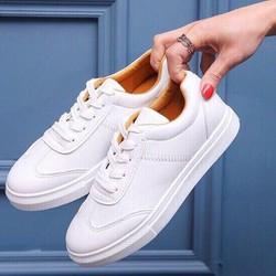 Giày thể thao lót vàng cực đẹp