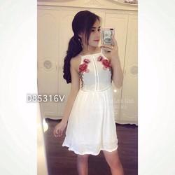 Đầm xoè cổ yếm đính ren hoa