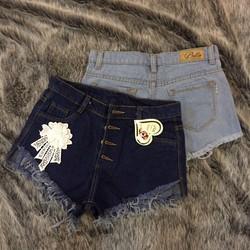quần short jeans nút dọc đính hoa