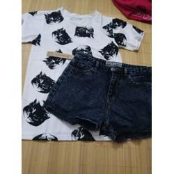 set short jean và áo thun in hình mèo