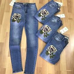 HÀNG THIẾT KẾ LOẠI I-Quần jeans thêu hoa cẩm chướng