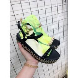 sandal hai quai đinh sang chảnh mầu sắc đen vàng