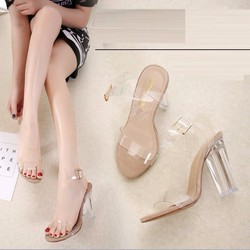 Giày sandal cao gót trong suốt