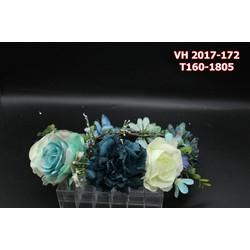 Vòng hoa cô dâu kết hợp giữa màu trắng và xanh xám