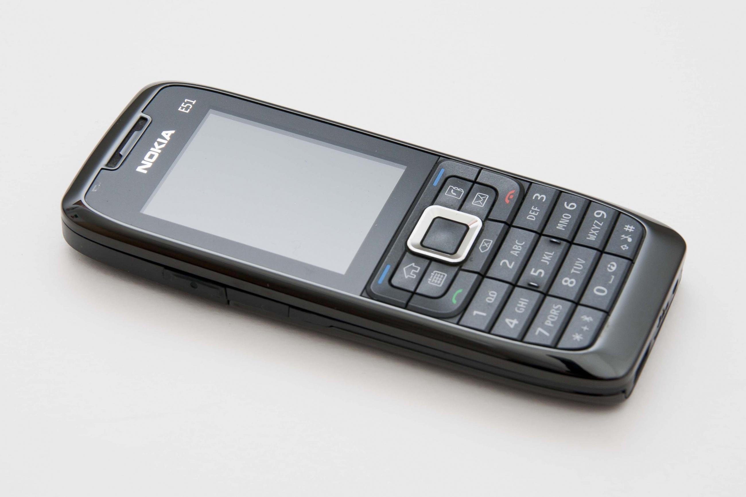 Điện thoại E51 chính hãng 3