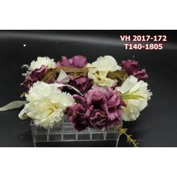Vòng hoa cô dâu với được kết hợp từ nhiều hoa