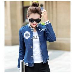 Áo khoác jean đính logo cài nút